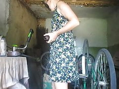 Insatiable mom brings herself to orgasm with a bottle in the